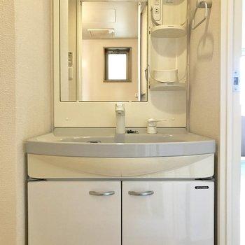 洗面台シンクが広めだから飛び散る事が少ないかな。(※写真は9階の同間取り別部屋のものです)