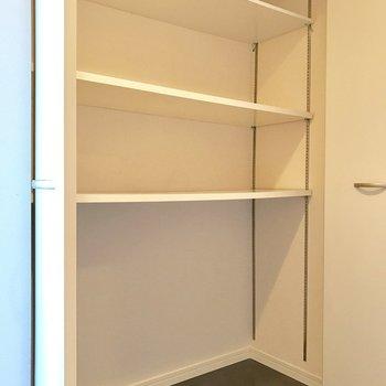 小物入れを置いて鍵置き場にどうでしょう。(※写真は9階の同間取り別部屋のものです)