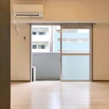 空間は横に広がります。家具の配置でゾーニングしても◎