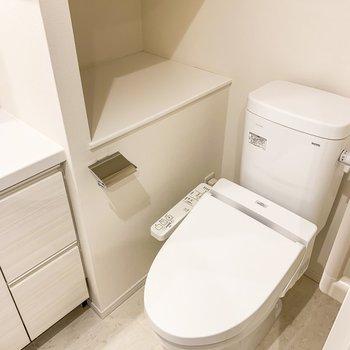 トイレは嬉しい温水洗浄機付きです。