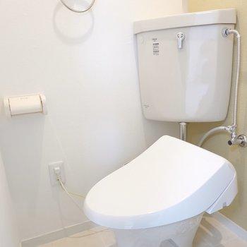 トイレはシンプルですがとっても綺麗。