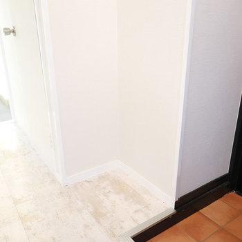 玄関横にちょっとした四角いスペースがあるので、靴箱が足りなければここに設置してもいいかも!