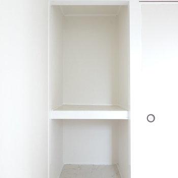 洋室の収納もオープン。同じく押入れタイプです。