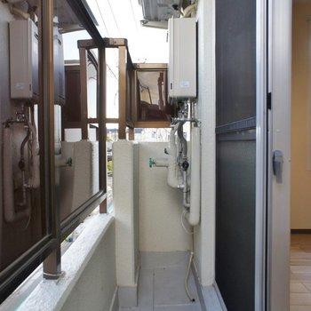 洗濯機はここに。一人暮らしなら何とかできるかなぁ~?