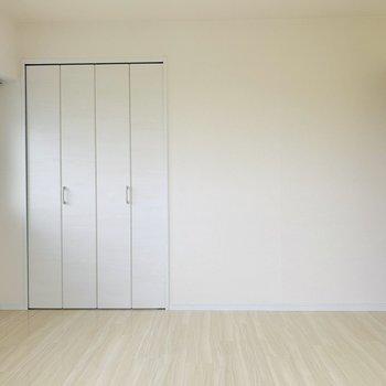 ドアのダークブラウンが締め色に!