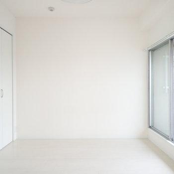 洋室は広さもあって使いやすそう。