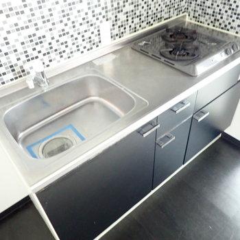 キッチンは2口コンロです!調理スペースもしっかり。