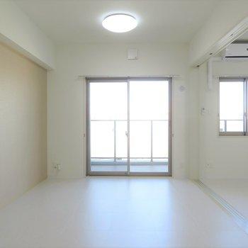 窓も2つあるので明るさも十分に※写真は同間取り別部屋のものです。