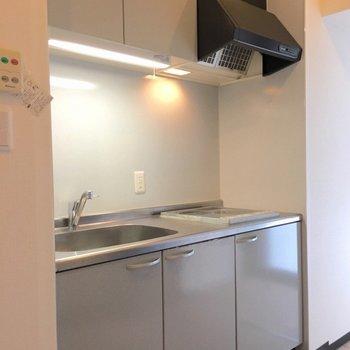 キッチンはなかなか立派。 (※写真は3階の同間取り別部屋のものです)