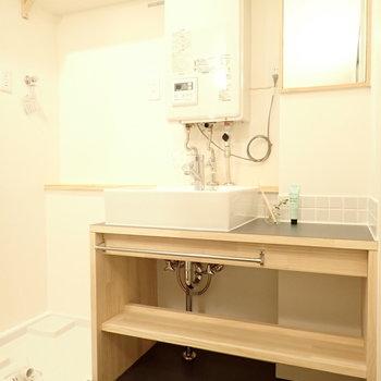 洗面台は大工さん手作り!温かみを感じます!