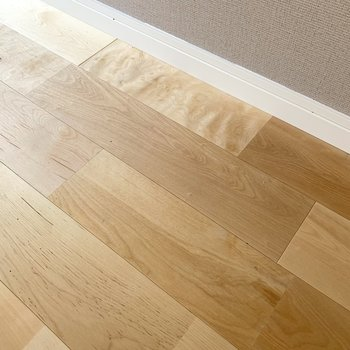 体育館の床材にも仕様される「バーチ材」