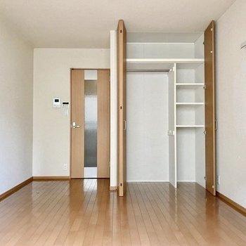 たくさんの思い出を作りたい。※写真は1階の反転間取りの別部屋のもの、クリーニング前のお部屋です。