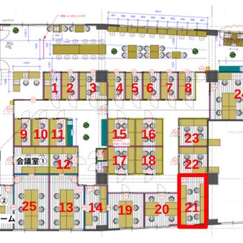 ラウンジスペースと、大小様々な個室ブースに分かれています。