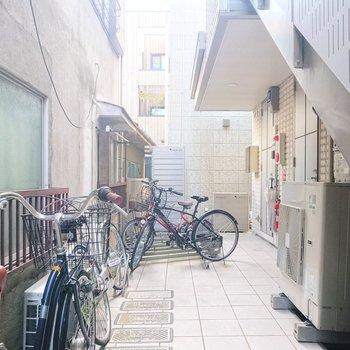 駐輪場は敷地内にあり、防犯面で安心感がありますね。