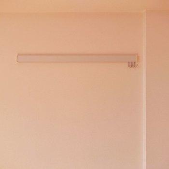 ピクチャーレールあります。ひっかけたり吊るしたり、使い方はさまざま。