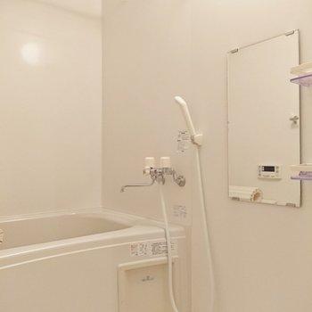清潔感のある浴室です。追焚き付き。