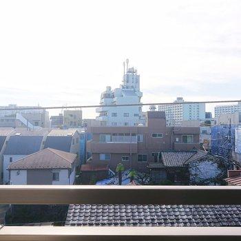 4階建ての最上階で周りの建物より高いので、日差しが入ってくるのですね。