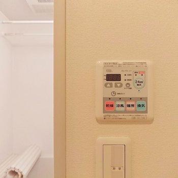 浴室乾燥機も備え付け。雨の日に役立ちますよ。