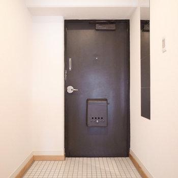 玄関は陶器のタイルで清潔感UP!