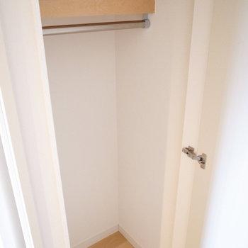 廊下にも収納スペースがありますよ!