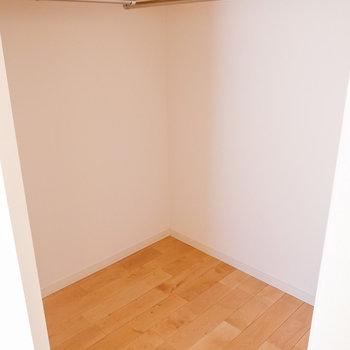 洋室5.6帖】リビング横の部屋にはウォークインを新設!