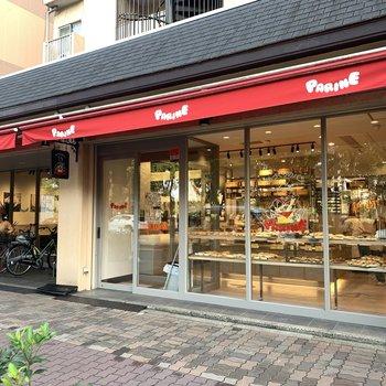 周辺】1階には巷で有名なパン屋さんが入ってます!スタッフイチオシは食パン!