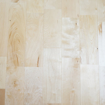 イメージ】ふんわり明るくて初々しい、バーチの無垢床。特別にアップでお届け。