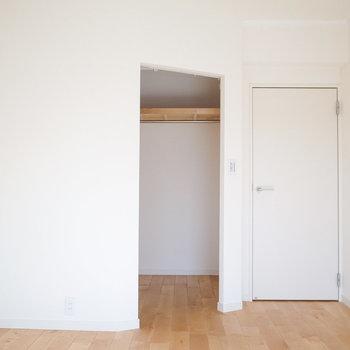 洋室5.6帖】寝室はもちろん、ゲストルームにもいいですよ。