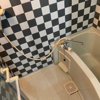 壁が特徴的なお風呂。