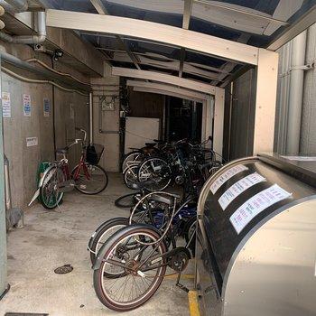 【共用部】屋根付きの駐輪場!