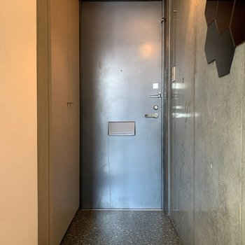 重厚感のあるドア。