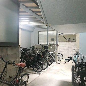 駐輪場は敷地内に。