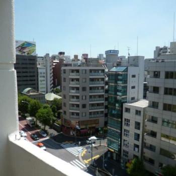 バルコニーからの眺望。ここで気分転換だ ※写真は反転間取りの501号室のものとなります。