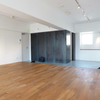 味のある色合いの壁。 ※写真は反転間取りの501号室のものとなります。