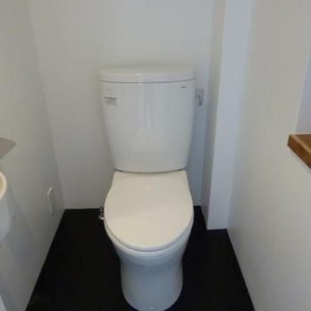 トイレも清潔にね ※写真は反転間取りの501号室のものとなります。