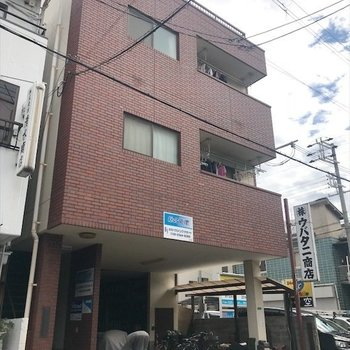 1階は瓦屋根工場になっています。