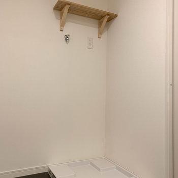角側に洗濯機置き場があります。