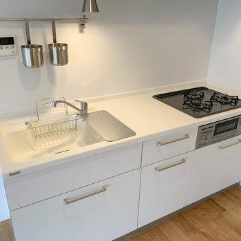 【LDK】3口IHの広いキッチン。