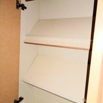 シューズボックスは斜めに置く形。たくさんしまえそう!(※写真は6階の同間取り別部屋のものです)
