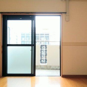 左側の壁側にテレビが置けそう◎ (※写真は6階の同間取り別部屋のものです)