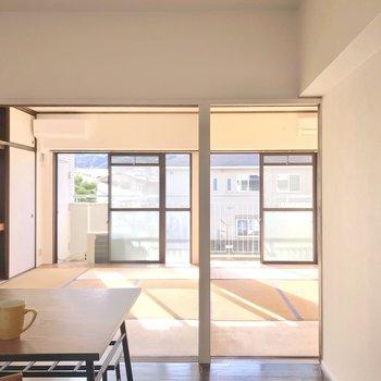 掃き出し窓側には和室が2部屋。(※写真の家具・小物は見本です)