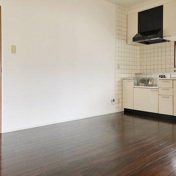 8.2帖のダイニング。キッチンは壁付けなので、大きなテーブルも置けます。公開