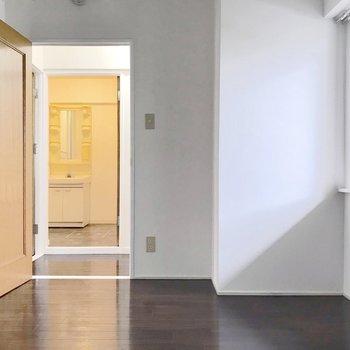 廊下を挟んで脱衣所です。