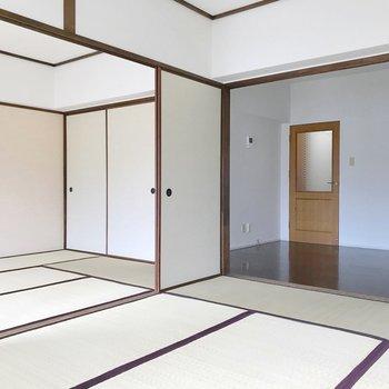 そして2つの和室!淡いピンクの壁が上品。