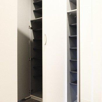 シューズBOXはなんと2つ。(※写真は1階の反転間取り別部屋、一部工事中のものです)