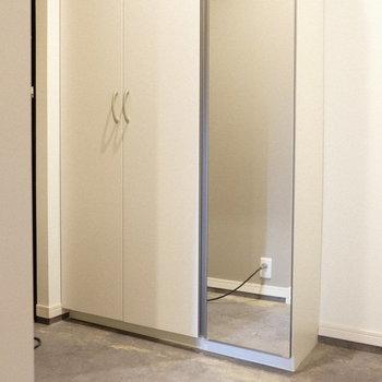 玄関の全身鏡は嬉しいですね♪(※写真は1階の反転間取り別部屋、一部工事中のものです)