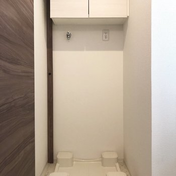 収納棚備え付きが嬉しいですね。※写真は1階の同間取り別部屋のものです