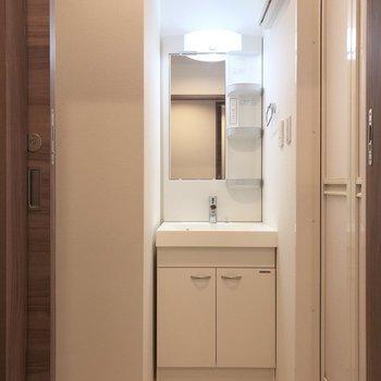 白基調で清潔感があります。※写真は1階の同間取り別部屋のものです
