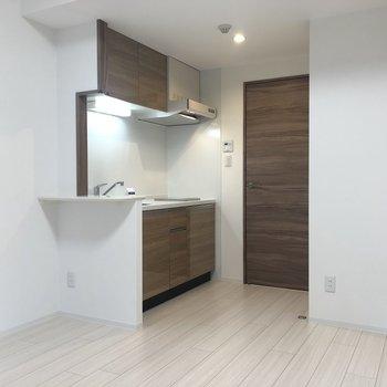 【LK】食器棚も置けますね。※写真は1階の同間取り別部屋のものです