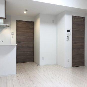 【LK】木目がよく映えるお部屋です。※写真は1階の同間取り別部屋のものです